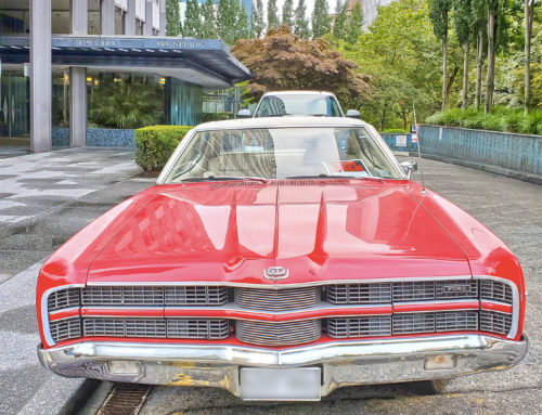 Une Ford Galaxie de 1969 rouge